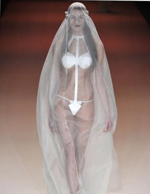 Фото свадебных платьев: модное и откровенное