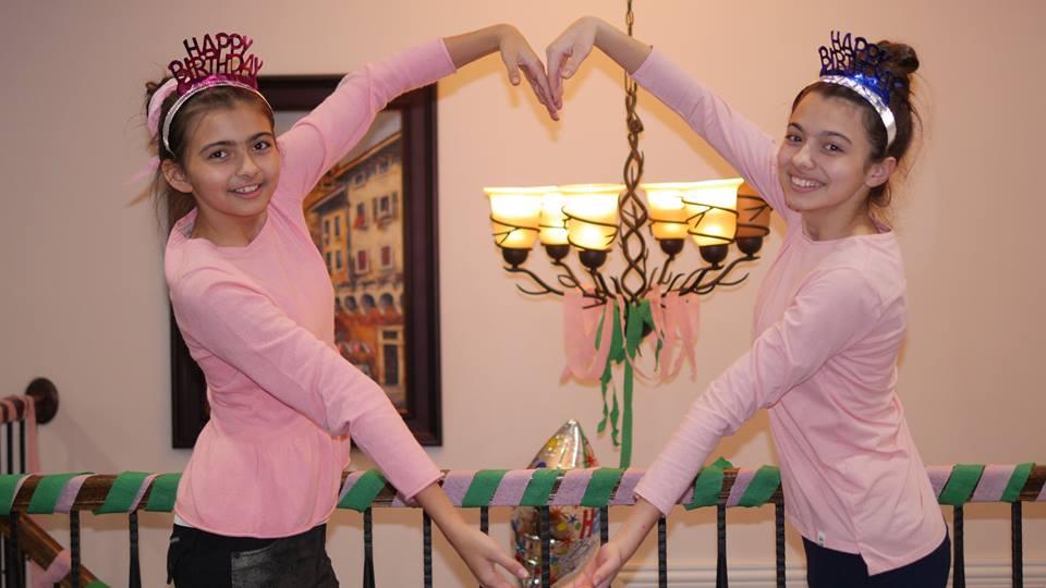 Лаура Бретан и ее сестра Эстер Бретан