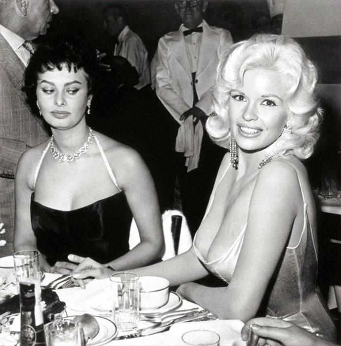 Женская зависть: Софи Лорен завидует груди Джейн Мэнсфилд
